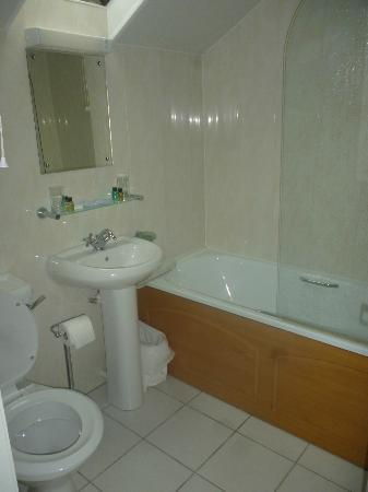 Damson Dene Hotel: Bathroom in room 32