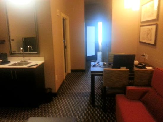 Embassy Suites by Hilton St. Louis - Downtown: Comfy suite.