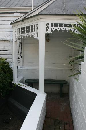 Elizabeth City Bed and Breakfast: Quiet spot in the courtyard for contemplation and mediation