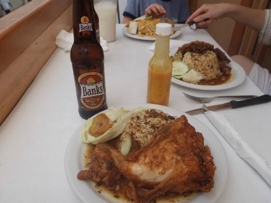 Mustor's Restaurant: omnomnom