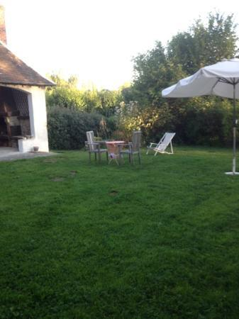 Le Plessis-Luzarches, Francia: giardino tranquillo