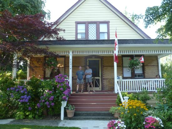 Clayburn Village Bed and Breakfast: Street view