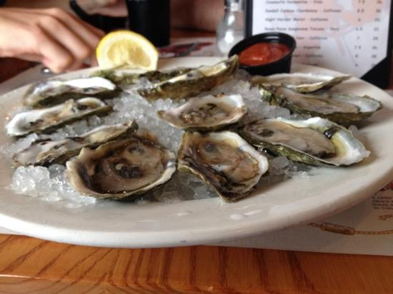 Catch of the Day Seafood Market & Grill : Wellfleet oysters