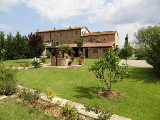 Villa Toscana La Mucchia: Rear Garden