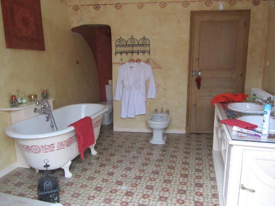 Le Patio des Senteurs: la salle de bains de la chambre