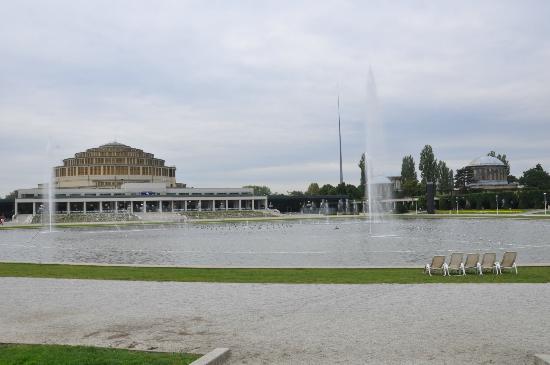 Multimedia Fountain at Pergola : Hala Stulecia