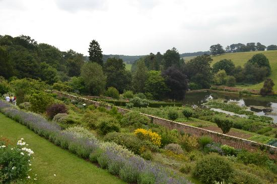 Upton House: Terraced gardens