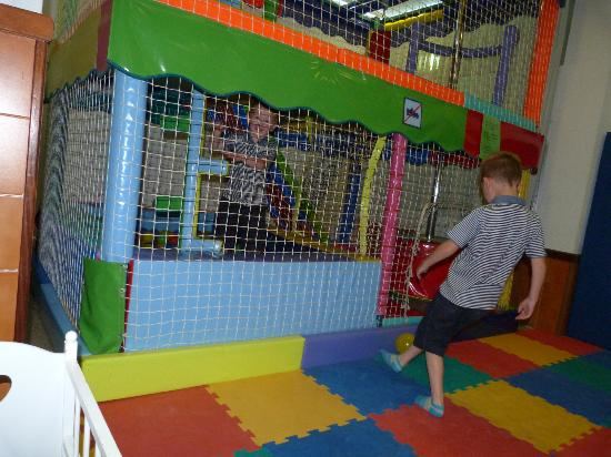 Hotel GHT Balmes & Apartments: indoor soft play area