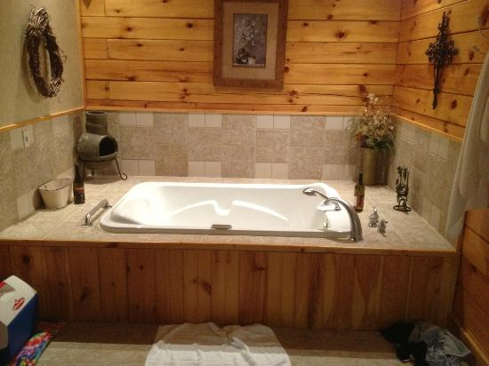 Cripple Creek Bed and Breakfast Cabins: Hot Tub