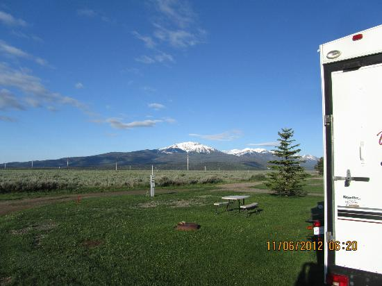 Valley View RV Park Campground: Mountain view from site