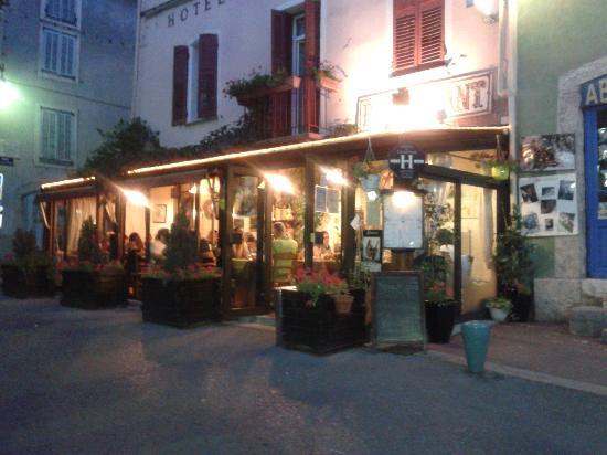 Hotel du Roc: Vista dalla piazza