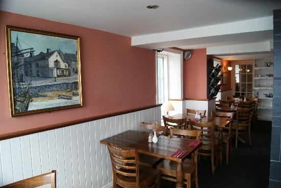 Britannia Inn: part of the dining room