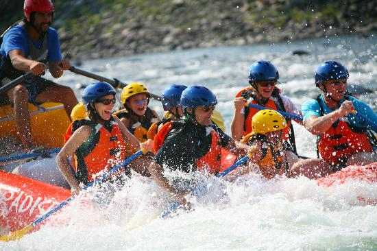 """Paradise Adventure Company : They put the photographer at the """"whitewater"""""""