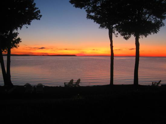 Westwood Shores Waterfront Resort: Beautiful sunsets