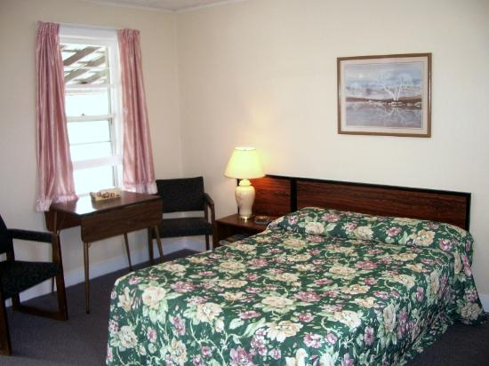 Oakwood Motel: The interior of a room