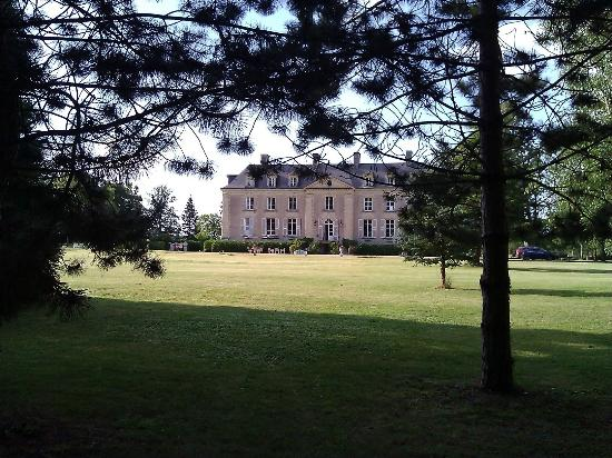 Chateau La Mothaye: Chateau from the gournds