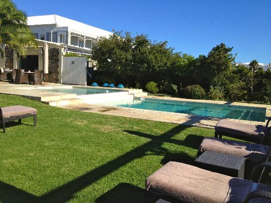 Dock House Boutique Hotel: Split level pool without seagull guests!