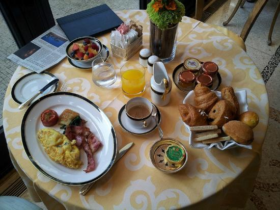 Four Seasons Hotel Milano: Morning Breakfast Ala Carte