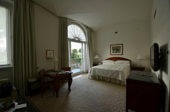 Four Seasons Hotel Milano: Junior Suite Bedroom