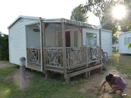 mobile home picture of camping la rive biscarrosse tripadvisor. Black Bedroom Furniture Sets. Home Design Ideas