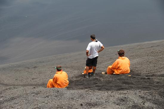 Bigfoot Hostel: Volcano boarding on the Cerra Negro