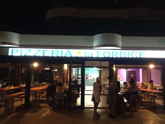 Ladispoli, Italia: pizzeria la forbice