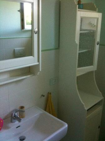 Bed & Breakfast Mama Ro: bagno enorme e pulitissimo