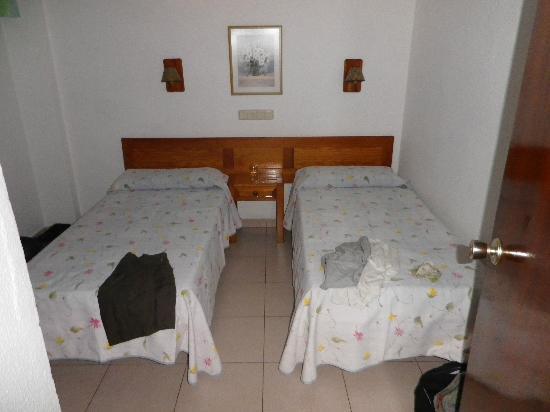 Apartamentos Tenesor : chambre