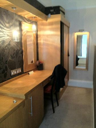 Barton Grange Hotel: Dressing area, Room 1