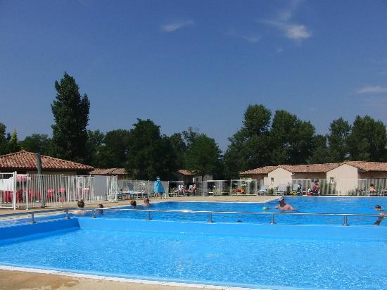 Résidence Club mmv Valence Le Domaine du Lac : Piscine extérieure