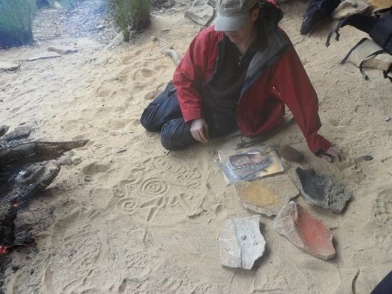Aboriginal Blue Mountains Walkabout: Evan showing symbols in the sand.