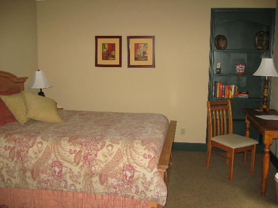 Carlyle Inn and Bistro: another room