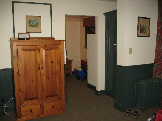 Carlyle Inn and Bistro: our room (TV in cabinet)