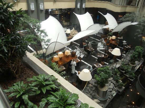 Radisson RED Brussels: lobby bar