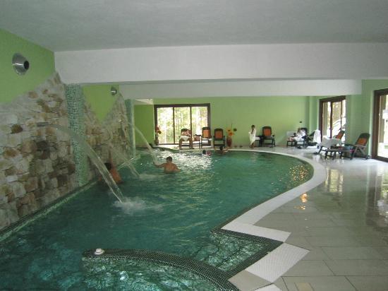 Taverna, Italia: piscina centrale