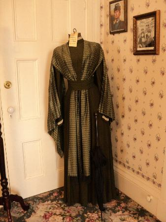 Lizzie Borden Bed and Breakfast: Dress
