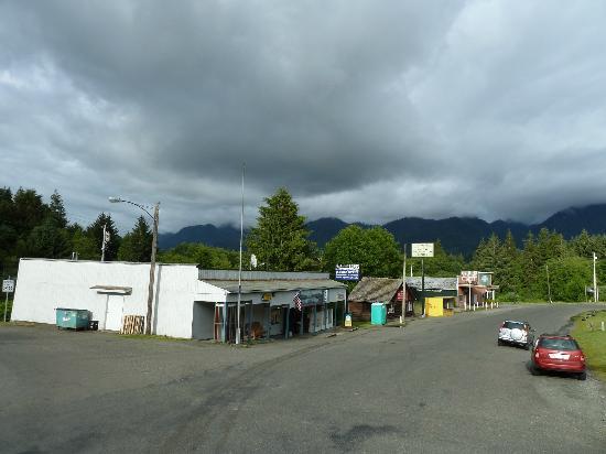 Quinault River Inn: Amanda Park, das Hotel liegt dahinter