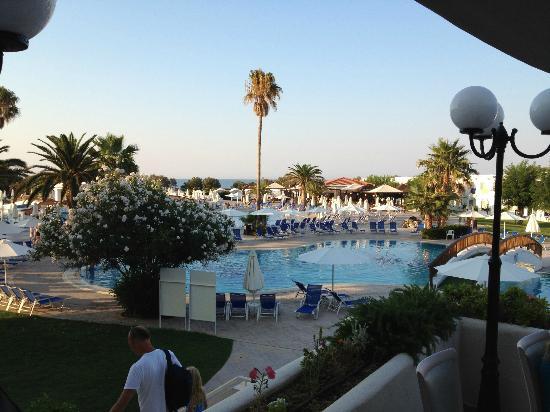 Louis Creta Princess Beach Hotel: Udsigt fra terrassen taget ved aftensmaden