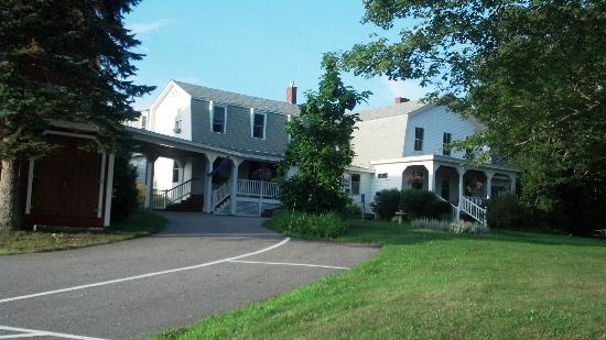 Maple Hill Farm Inn: Front of B&B