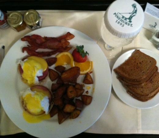 The Holly Inn - Pinehurst Resort: Eggs benedict, morning room service