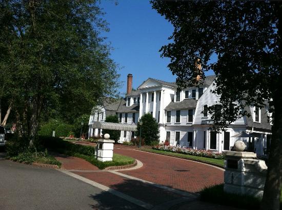 The Holly Inn - Pinehurst Resort: Street view, Holly Inn