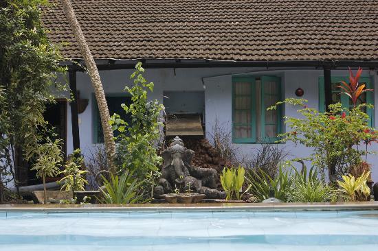 Casa Susegad: Ganesh guards the pool