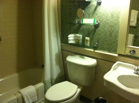 The Holly Inn - Pinehurst Resort : Bathroom
