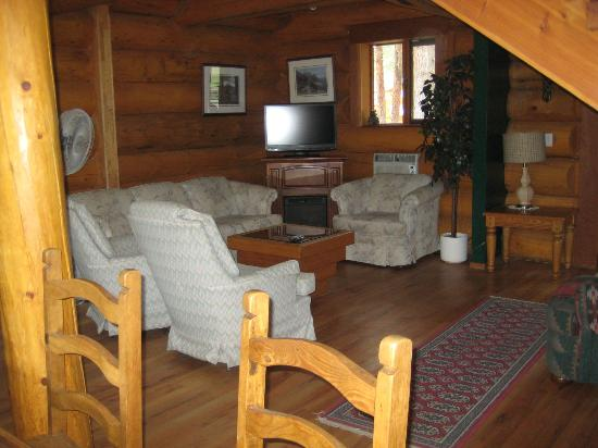 Princeton Castle Resort: view of the shared living room in main chalet