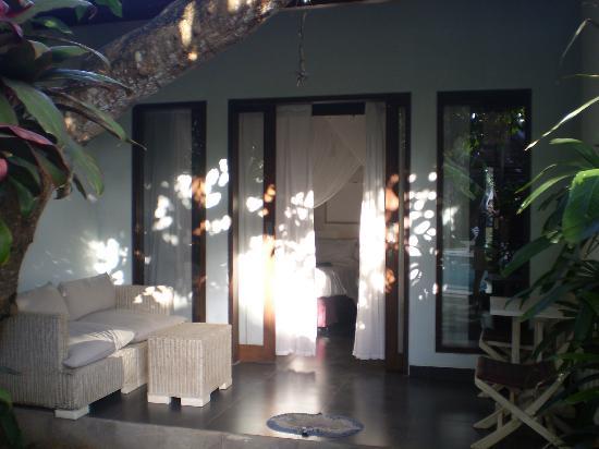 بيرل هوتل آند ريستورانت: Peaceful room and verandah 
