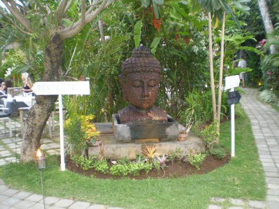 Bali Hotel Pearl: Entry