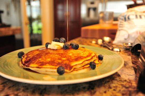 Riverview Bed & Breakfast: Blue Berry Pancakes