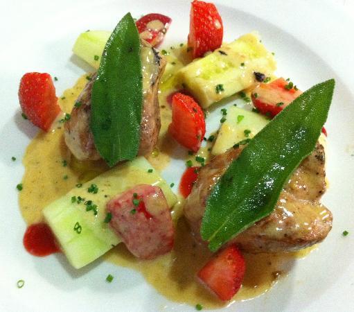 Chiffon Cafe: Durok Pork Tenderloin with Cucumber, Strawberries, Salvia & Gorgonzolla Sauce