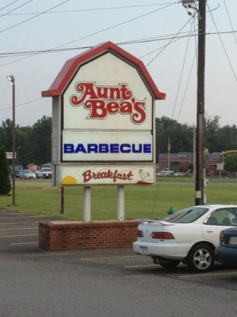 Aunt Bea's: cute little dining atmosphere