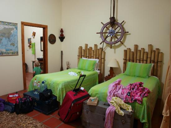 Toad Hall Hotel Arenal: Twin Bed room